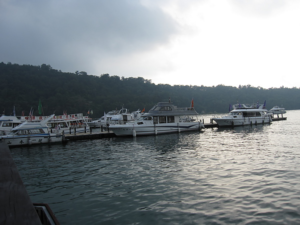 我想假日的話,這些船應該班班客滿吧!