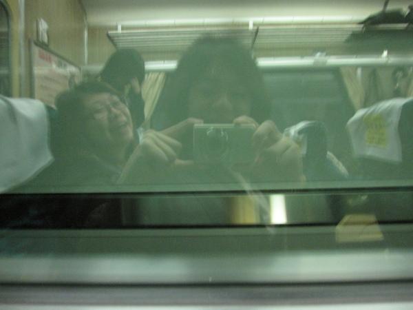我想在行進的火車上照成這樣,應該不是我手震 XD