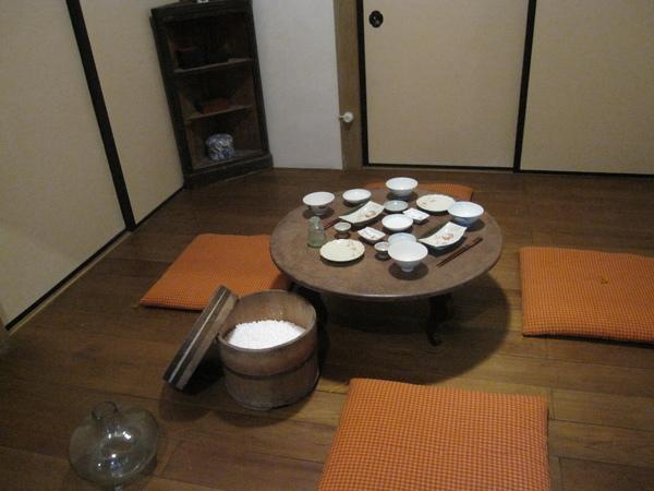 餐廳。用木桶裝白米飯看起來超好吃的呀!