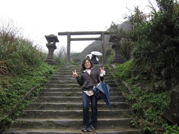 爬到鳥居!以為再往上幾階就能看到神社...疏不知...