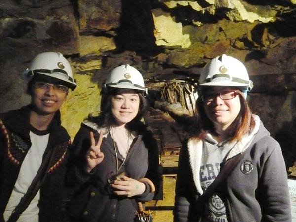 黑黑、我、烏龜    後面的坑道很有fu呢~