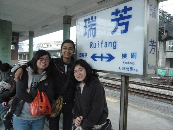 烏龜、黑黑、我於瑞芳車站月台回程時