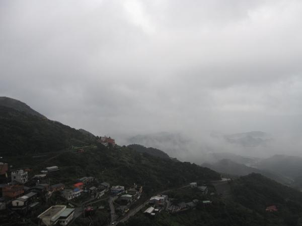 被霧氣環繞的九份一樣很美