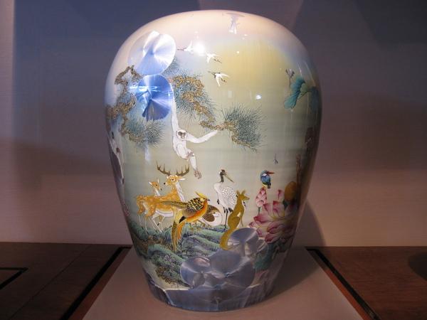 上面有著可愛動物們的花瓶