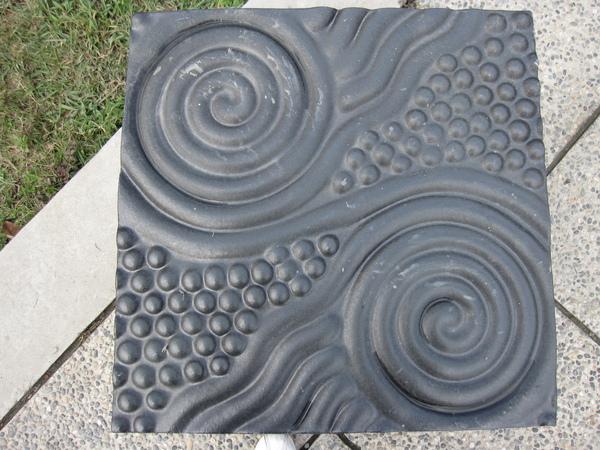 館外的藝術--水波紋飾幾何陶椅