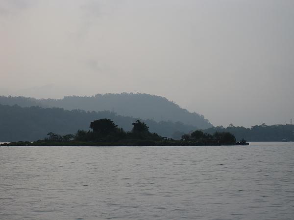 日月潭中間的島,現在據說已經改名叫拉魯島了,我們這次沒去