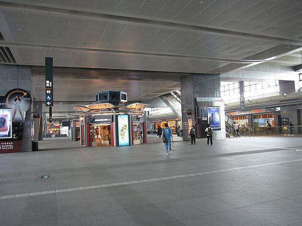 烏日站內也是挺空曠的,不像台北站簡直擠到不行!