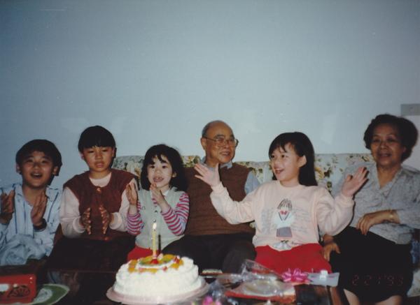 1993.02.21 在家幫阿公慶生001.jpg