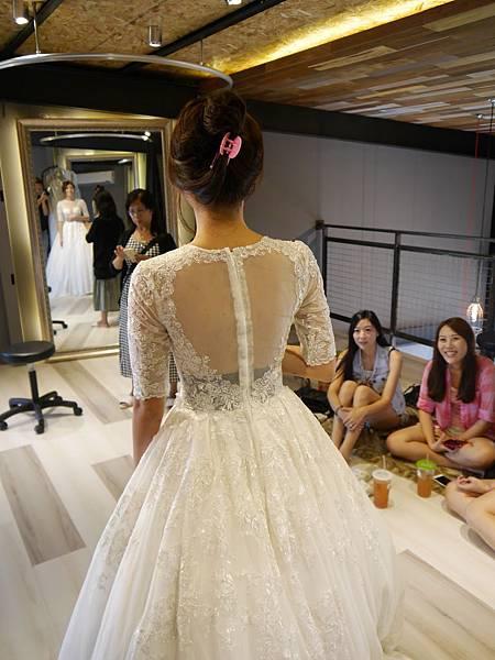 白紗-透膚五分袖長裙擺 b
