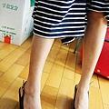 *黑色亮皮楔型鞋