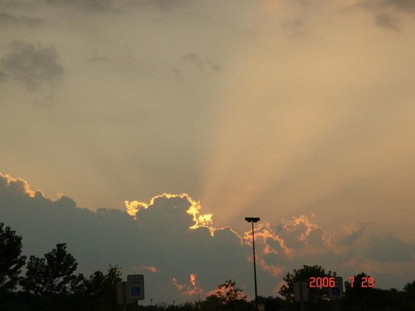 在walmart外面被夕陽的光線震攝