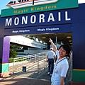 要搭monorail到Magic Kingdom