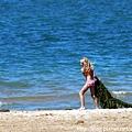 抓海藻的小女孩.jpg