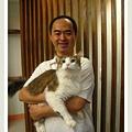 老闆跟貓.jpg