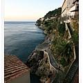 我們住在海岸懸崖邊的旅館.jpg