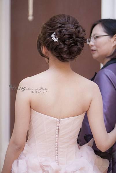 新秘愛瑞思,arisey,新秘推薦,台中中僑飯店,新娘造型,鮮花造型,歐美編髮,自然清透妝感,旗袍造型