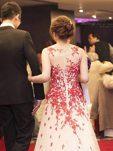 新秘愛瑞思,arisey,新秘推薦,台北晶華酒店,新娘造型,花藝設計,歐美編髮,自然清透妝感,新秘