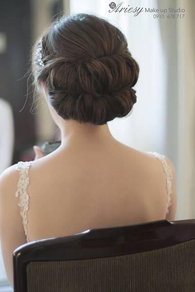 台北新秘,愛瑞思,arisey,新秘推薦,福華,蓬鬆編髮,新娘造型,花藝設計,歐美風,自然清透妝感