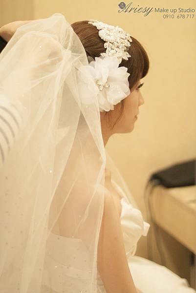台北新秘,愛瑞思,arisey,新秘推薦,中崙華漾,蓬鬆編髮,新娘造型,花藝設計,歐美風