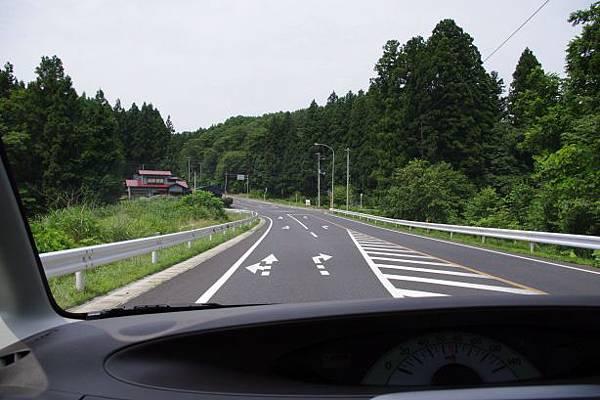 往奧入瀨溪流的田野道路~