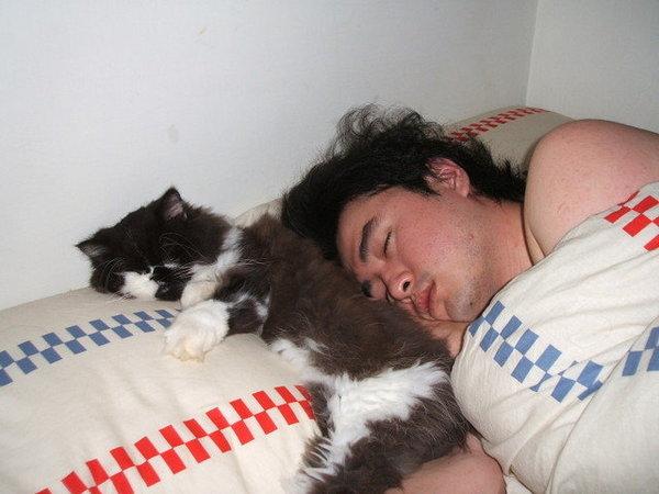 跟爸爸睡~好乖ㄛ~