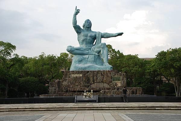 祈求和平的雕像