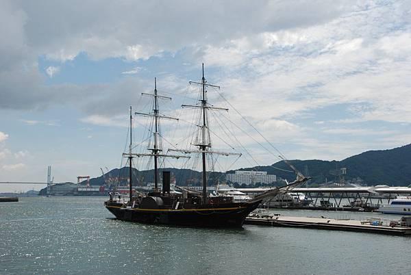停在港口邊的船~