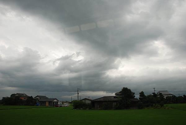 天氣預報說下午會下雨~