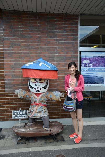 車站外面的人偶,過幾天就是肚臍祭了~