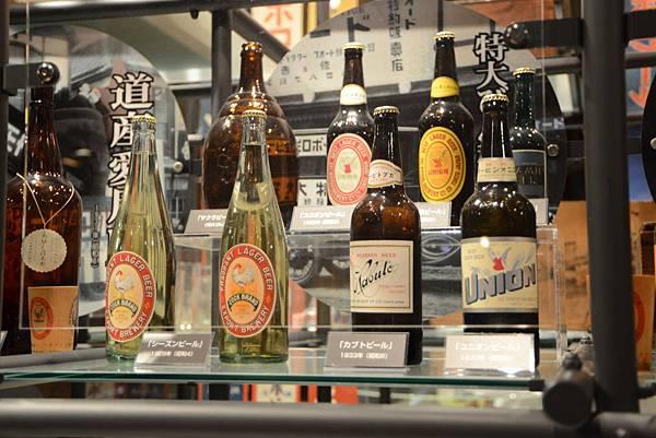 老的酒瓶設計其實很有味道呀?