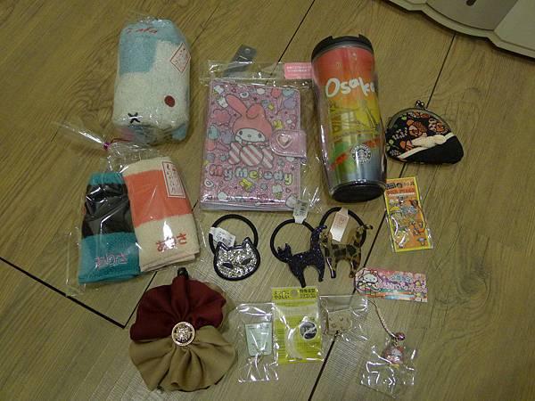 一堆毛巾~綁頭髮跟耳環~還有大阪杯