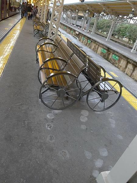 椅子竟然是車輪~