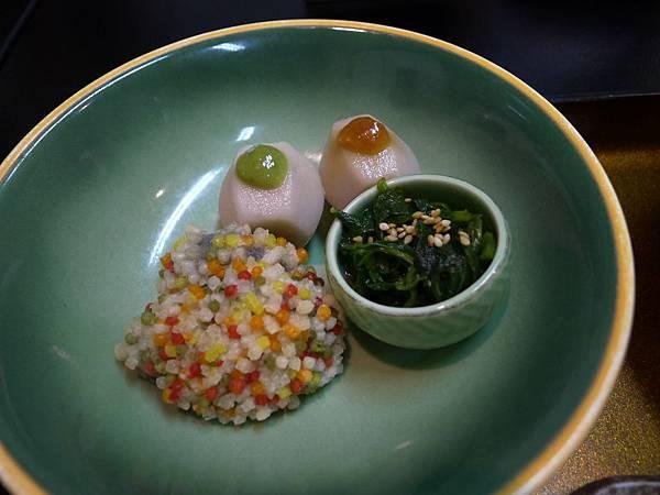 小芋頭涼拌菜跟可愛香菇