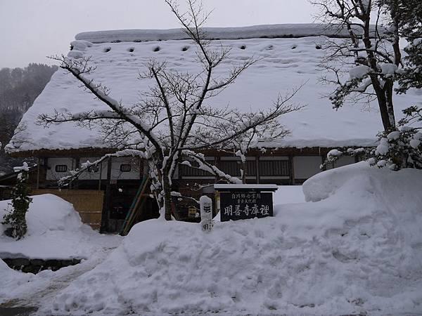 明善寺的庫房是合掌村中最大一棟也可以參觀~