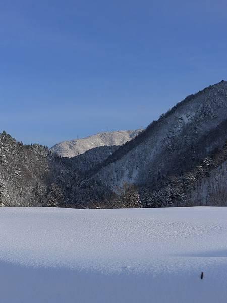 山邊終於出現漂亮的藍天了~好喜歡~