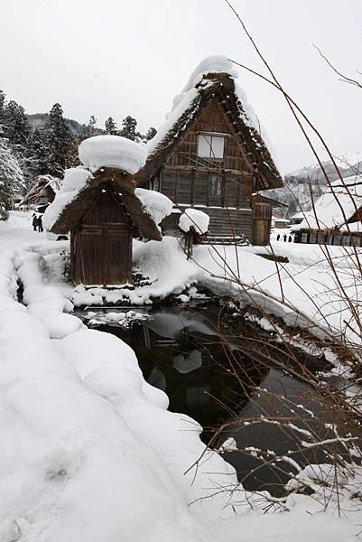 圖片上的童話世界雪都是這樣圓圓的~~