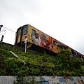 火車過去~很可怕的是擠滿人~