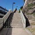 爬個階梯上城去~