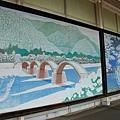 月台上有這樣的錦帶橋,是雪景吧