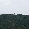 山上很高的岩國城
