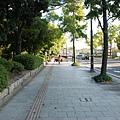 前方的地下道是要進廣島城必須經過的~
