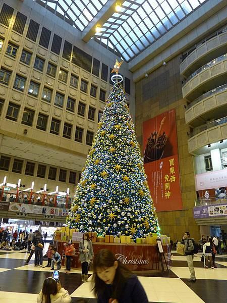台北車站的耶誕樹~