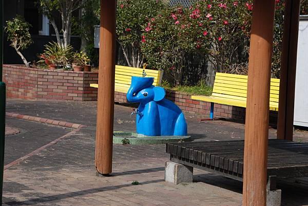 大象飲水機