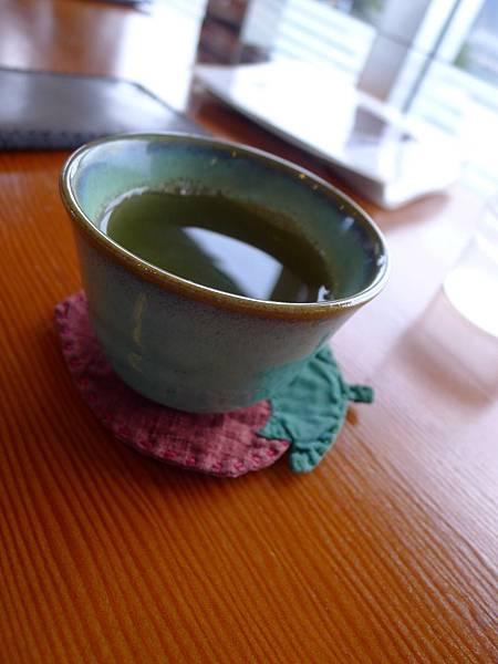 吃飽還會上熱茶
