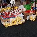 旁邊的柚子好大一袋