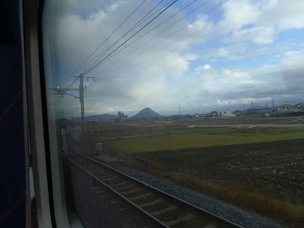 到香川了~那個山好特別