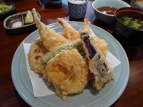 日本的天婦羅麵衣真的很薄又好吃