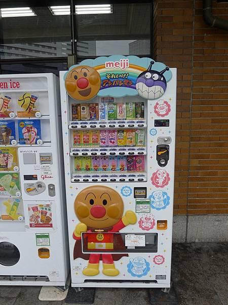 神戶站就看到麵包超人的販賣機