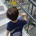 很愛爬樓梯~