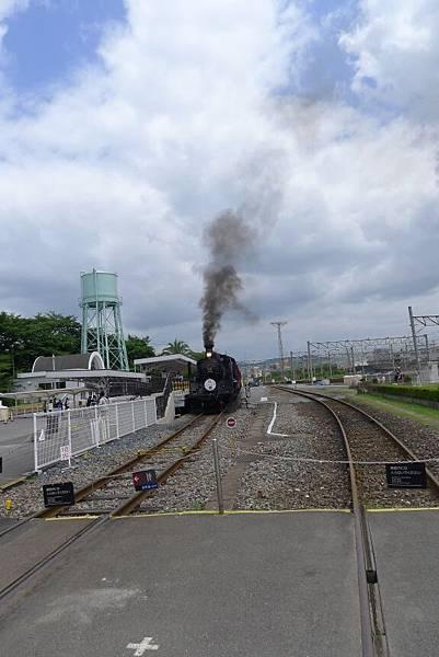 連蒸氣火車都是因為出聲他才有反應